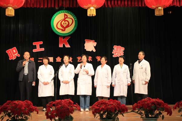 集团领导专家合唱《打靶归来》-集团举行职工K歌大赛