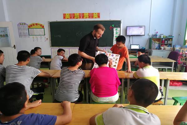 外教进课堂 快乐学英语