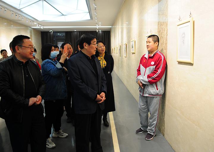 来自星星的讯息——孤独症者艺术画展在临沂市美术馆开幕